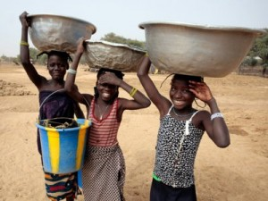 sub-saharan-africa-niger-nigerian-water-pot-on-head